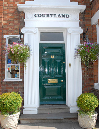 Welcome to Courtland Hotel
